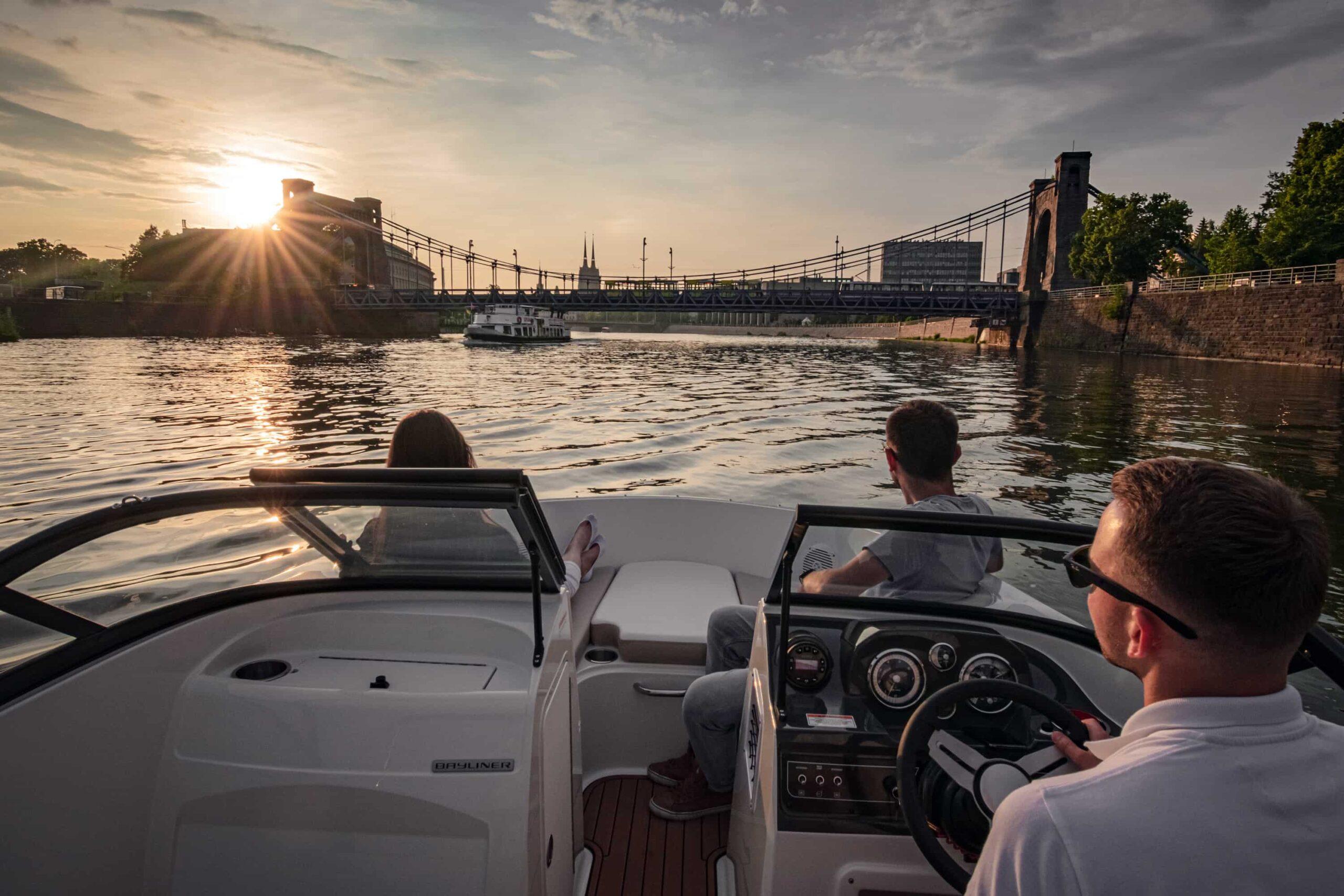 szkolenie motorowodne wrocław wroclaw wodniacy most grunwaldzki motorowka kierownica patent motorowodny statek odra rzeka